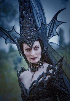 halloween hexe kostüm schwarze königin hut drachenflügel form