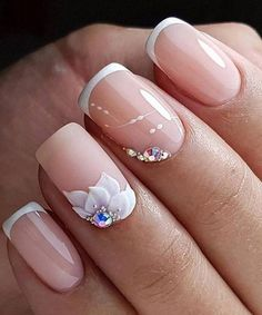 Lovely Floral Nail Art Designs to Try This Spring