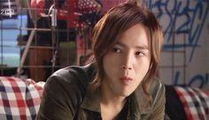 """Muchos seguramente se preguntaran porque en Corea del Sur se usa la palabra """"Flower Boy"""" o """"Chico Flor"""" cuando se habla de algun idol o ..."""