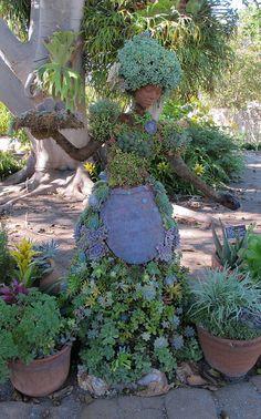 I need one for my backyard garden someday! San Diego Botanic Garden: Topiary