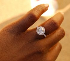 Stunning! 2.03 ct - Halo pave setting with an old cut stone...