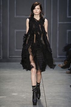 Vera Wang Fall 2014 RTW - Review - Fashion Week - Runway, Fashion Shows and Collections - Vogue#/collection/runway/fall-2014/vera-wang/36