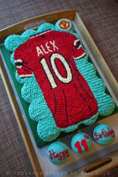 Manchester United pull apart cupcakes cake Jersey
