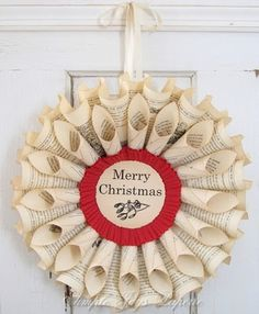Coroas de Natal - Christmas Wreath:  Not a tutorial but a good picture to start from.