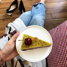 pistache cerise de Pierre Hermé,  photo du Studio Laure-Anne Caillaud (@studio_laureannecaillaud) • Photos et vidéos Instagram Laura Lee, French Pastries, Pastry Chef, Cheesecake, Cherry, Pudding, Mexican, Studio, Instagram Fashion