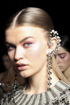 Georges Hobeika at Couture Spring 2017 - Backstage Runway Photos Boho Earrings, Vintage Earrings, Statement Earrings, Hair Jewelry, Body Jewelry, Jewelry Art, Jewellery, Fashion Accessories, Fashion Jewelry