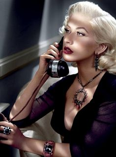Christina Aguilera for Stephen Webster Jewelry Christina Aguilera is the new face of Stephen Webster's jewelry campaign. The Grammy winner poses in two Alfred Hitchcock-inspired ads, which debut… Christina Aguilera, Peinados Pin Up, Silvester Party, Stephen Webster, Vogue, Up Girl, Hollywood Glamour, Hollywood Style, Classic Hollywood