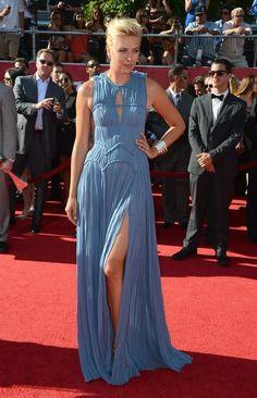 Maria Sharapova, en los ESPY Awards, con un vestido azul plisado de J. Mendel Resort 2013.
