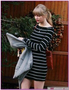 So I guess that they are never ever getting back together!  Poor Taylor Swift, she really isn't very lucky in love, is she?  Just a few days after it was announced that she and former flame Harry Styles had split, Taylor was spotted visiting a friend in Pacific Palisades.