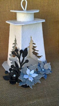 Christmas Lanterns, Christmas Tablescapes, Felt Crafts, Diy And Crafts, Crafts For Kids, Christmas Time, Christmas Crafts, Christmas Ornaments, Felt Flowers