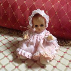 Vinyl Dolls, Hello Dolly, Dollhouse Dolls, Vintage Vogue, Vintage Dolls, Dollhouses, Baby Dolls, Flower Girl Dresses, American