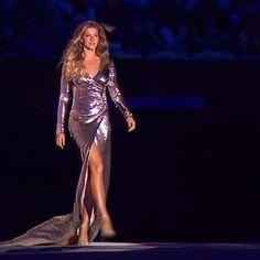 regram @marinaelali @gisele tão linda...sou fã de tudo que ela representa!!! Mulher maravilhosa do bem preocupada com a natureza com as coisas que realmente importam...com o #amor A abertura está simplesmente perfeita...orgulho!!! Que o sentimento de paz invada o nosso país que a nossa esperança aumente e que dê tudo certo nas olimpíadas e no nosso Brasil!!! Os atletas merecem uma olimpíada maravilhosa e nós merecemos um Brasil melhor um mundo melhor!!! #rio2016 #aberturadasolimpiadas…