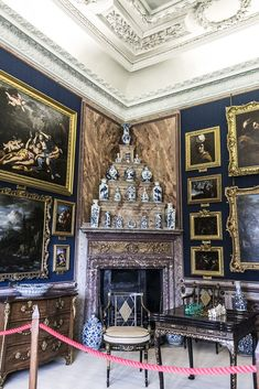 Burghley House, near Stamford, Lincolnshire, England.  Dressing Room. Casa Burghley 29