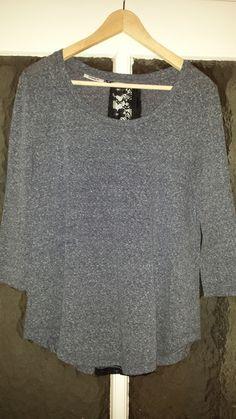 Es handelt sich hier um ein #cooles #casual Oberteil von #only in der Farbe grau meliert . Größe M. Den Rücken runter ist ...