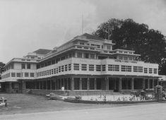 COLLECTIE TROPENMUSEUM Voorgevel van Hotel des Indes te Batavia TMnr…