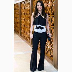 Nosso look queridinho do diaaa!!!@blogviviribeiro escolheu uma pantalona preta com blusa trapézio de babados na clássica e sofisticada combinação P&B.❤️❤️❤️#reginasalomao #SummerVibesRS #SS17 #momentoRS