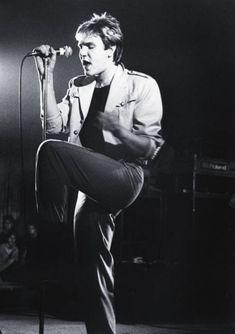 Simon Le Bon in beige, 80s live