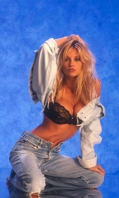 This list is dedicated to the beautiful Pamela Anderson when she was young, featuring modeling photos and pre-surgery pics of a young Pam Anderson. Funnily enough, Anderson was discovered after attending a football game in Vancouver, when the stadium camera zoomed in on her wearing a t...