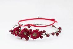 Диадемы, обручи ручной работы. Ярмарка Мастеров - ручная работа Венок с цветами и ягодами. Handmade.