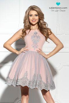 Sukienkowo.pl - SCARLET-Różowarozkloszowanasukienkazhaftami