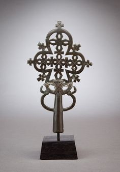 Africa | Processional cross from Ethiopia  | 13th–14th century