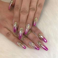 Chrome nail is a popular nail art design in recent years. Chrome nails use the latest technology. They use some gold or silver or other metallic colors to make them look metallic. Have you tried Chrome nail art designs before? If not, look at the 35 Fabulous Nails, Gorgeous Nails, Pretty Nails, Fancy Nails, Bling Nails, Hot Nails, Hair And Nails, Crome Nails, Chrome Nail Art