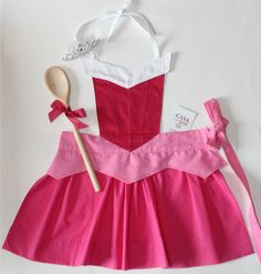 Princess Aurora apron-- so cute! Dress Up Aprons, Cute Aprons, Dress Up Outfits, Dresses, Sewing To Sell, Sewing For Kids, Disney Aprons, Disney Princess Aprons, Apron Designs