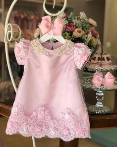 Bom dia!! Com nosso trapézio no Rosa.💕 . . . Fale conosco ☺️ 🎀 Cristiane 062 995030926 🎀 Gleicy 062 992859097 🎀 www.viafloraforgirls.com.br ou click na Bio. 🎀International Assistance 🇺🇸+5562993191881 (worldwide shipping🌎) . . . . #festamenina #vestidodefesta #vestidodemenina #vestidodeprincesa #girl #itgirl #festaumano #primeiroaniversario #festadeprincesa #girlsparty #girlsdresses #modaparameninas #viafloraforgirls Baby Girl Frocks, Frocks For Girls, Little Dresses, Little Girl Dresses, Lovely Dresses, Girls Dresses, Newborn Girl Outfits, Kids Outfits, Kids Dress Pants