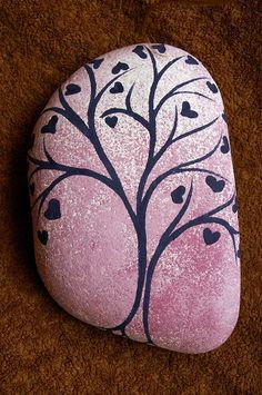 Tree with hearts, painted stone - strom vděčnosti, malovaný kámen