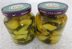 Smullen uit eigen inmaak.Deel 2 Zoetzure courgette met ui. Cooking Jam, Cooking Recipes, Canning Pickles, Pickels, Preserving Food, Open Kitchen, Chutney, Pesto, Cucumber