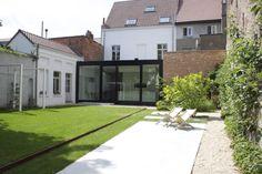 studio k - tuin mechelen 2010 (verhoogd gazon, cortenstaal, pergola wit gelakt staal, castle grind, terras in gepolierde beton)