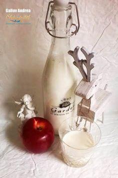 Sült alma krémlikőr Cocktail Drinks, Alcoholic Drinks, Cocktails, Wine Decanter, Xmas, Christmas, Barware, Biscotti, Food And Drink