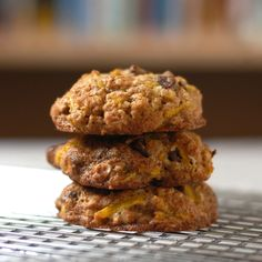 Whole-Wheat Oatmeal, Chocolate Chip, and Carrot Cookies — Chef Marcus Samuelsson Carrot Cookies, Oatmeal Cookies, Chip Cookies, Whole Grain Oatmeal, Whole Wheat Cookies, Pulp Recipe, Cookie Recipes, Dessert Recipes, Delicious Desserts