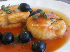 Merluza a la provenzal con aceitunas negras y alcaparras