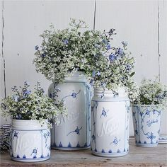 Blue and white Vibeke Design, Shabby Chic, Blue And White Fabric, Shabby Flowers, Royal Copenhagen, Kitchen Wall Art, French Country Decorating, White Decor, Decoration