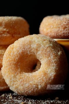 Donut Maker, Italian Cake, Little Cakes, Whoopie Pies, Pampered Chef, Cakes And More, Food Design, Bagel, Doughnut