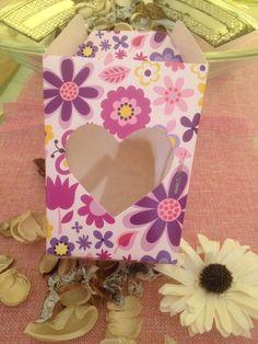 scatola rosa fiorata con cuore trasparente di ShockingStore