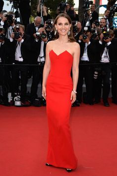 Gli abiti più belli di Cannes 2015 | Abito lungo strapless rosso per Natalie Portman | FOTO