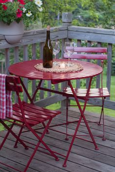 Patio Garden: DIY Bright and Shiny Bistro Table Makeover » Curbly | DIY Design Community