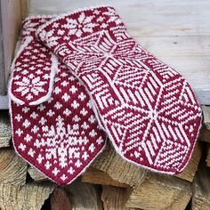 Ravelry: Starstriped (Stjärnerand) pattern by JennyPenny Fingerless Mittens, Knit Mittens, Knitting Socks, Mitten Gloves, Hand Knitting, Winter Knitting Patterns, Crochet Patterns, Drops Design, Ravelry
