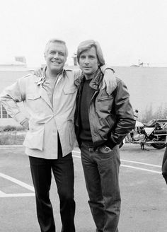 George Peppard and Dirk Benedict during a break on set of The A-Team--how sweet! George Peppard dir much too young. 70s Tv Shows, Movies And Tv Shows, Hot Actors, Actors & Actresses, Hunks Men, Male Hunks, George Peppard, Team Photos, Group Pictures