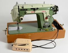 Vintage New Home 9-951 Heavy Duty Sewing Machine w/ Pedal & Case Japan