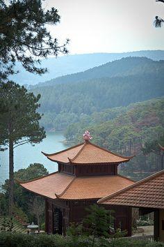 Truc Lam Temple, Dalat, Vietnam Vietnam Voyage, Vietnam Travel, Asia Travel, Places Around The World, The Places Youll Go, Places To Visit, Around The Worlds, Dalat Vietnam, South Vietnam