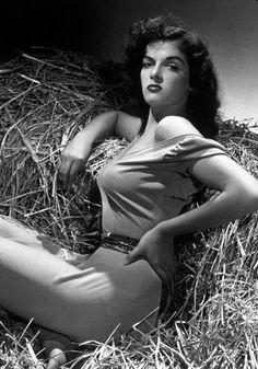 1940 Porn 1940 u0026 39 s Fashion on Pinterest 1940s 1940s Fashion and Rita Hayworth