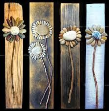 Creative DIY Home decor made with pebble art, more flower ideas on drift wood. - Home Decoration and Diy Discover thousands of images about Pallet Art masterpiece. It's a rock art DIY project that's easy to make Rock flowers - adorable on old barn wood; Rock Yard, Caillou Roche, Fun Crafts, Arts And Crafts, Summer Crafts, Beach Crafts, Clay Crafts, Summer Fun, Art Pierre