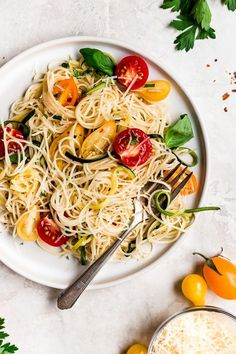 254 calories Angel hair pasta tossed with summer zucchini and tomatoes fresh from the garden. The perfect meatless meal you'll be craving again and again. Serve this with plenty of Parmigiano Reggiano! Pasta With Zucchini And Tomatoes, Zucchini Tomato, Zucchini Pasta, Zucchini Pizzas, Asparagus Egg, Veggie Pasta, Top Recipes, Skinny Recipes, Pasta Recipes