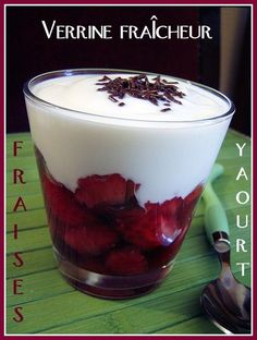 Verrines fraîcheur aux fraises et au yaourt