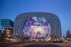 Gli oscar inglesi del design. Categoria: Architettura  Progetto: Markthal  Firma: MVRDV Descrizione: Il complesso nel centro di Rotterdam comprende un mercato coperto (la cui volta è animata da innumerevoli e coloratissime immagini) e una serie di appartamenti super moderni.