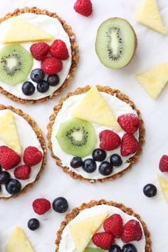Make these delicious and adorable mini fruit pizzas with oat & pecan crusts from a box of Honey Bunches of Oats! So yummy and perfect for entertaining! Paleo Fruit, Delicious Fruit, Vegan Blondies, Mini Fruit Pizzas, Dairy Free Frosting, Fruit Combinations, Pizza Shapes, Light Desserts, Unique Recipes