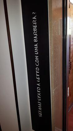 Una domanda.. impertinente all'entrata dell'ascensore. Hotel a tema vino, Hotel Giò Wine e Jazz Area: e dove sennò? Emoticon smile  #HotelGiò #Perugia #Vino #Wine #Barbera www.hotelgio.it